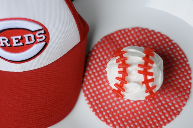 Baseball Cupcakes | The Kitten Kitchen